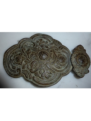 Rare bronze Byzantine of Middle Ages, depicting a collection of opium flowers, H 4.5X B 3.0, ca 1300 AD